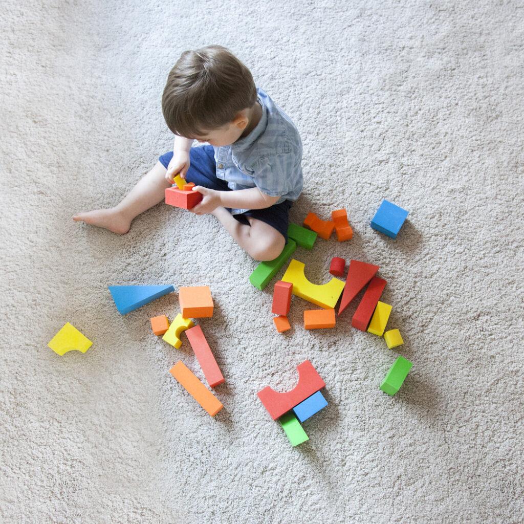 Otroci in učenje skozi igro