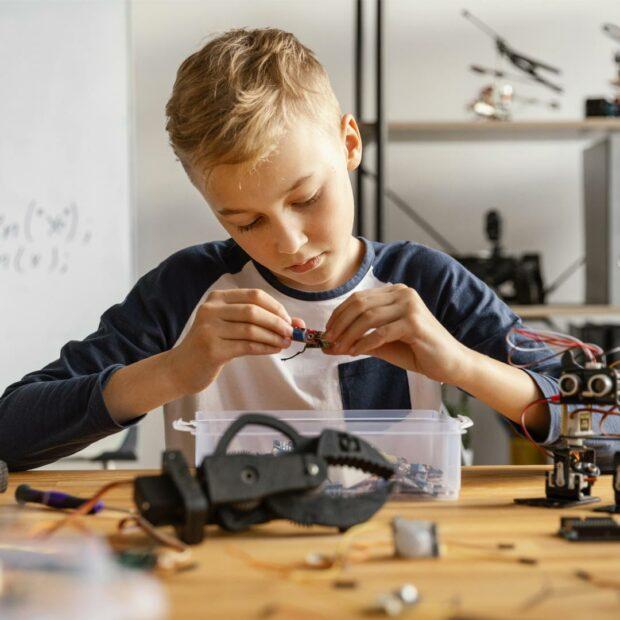 Otroci-in-svet-robotov